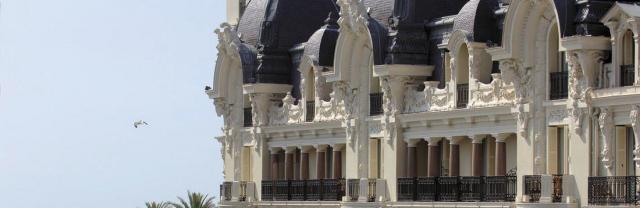hotel-de-paris-vue-de-la-facade.jpg
